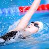 中級平泳ぎと初級背泳ぎ