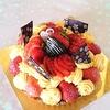 バースデーケーキ  \(*⌒0⌒)b♪  苺とクリームたっぷり苺タルト♪