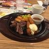 今日の夕食はガストで「牛赤身カットステーキ&海老フライ」でした。