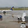 雨の神戸空港より。