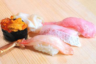 【金沢駅前の回転寿司】金沢らしい華やかなお寿司がずらり!「金沢回転寿司 輝らり」をご紹介!