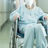 親が入院することになりました。高齢者の入院は普通の入院とは違いますか?お金やそのほかのことで、いろいろと心配なのですが家族として何ができるのか教えてください。