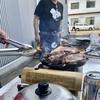 バーベキューインストラクターの焼く肉