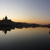 冬のイタリア「ひとりで滞在するフィレンツェ旅!アルノ川で過ごす夕刻。シルエットになっていく美しい街」