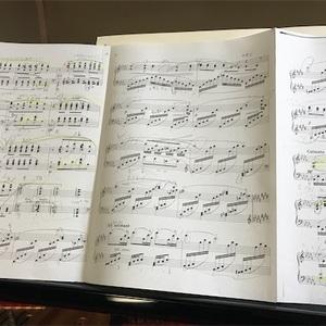 初ピアノ練習は月イメージ曲から。