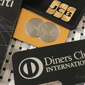ぶっちゃけ、ブラックカードを持つとモテるのか?実際にブラックカードを3枚保有している私が、女性にモテるかどうかを解説します。