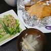 照り焼きチキン、小松菜えのきの中華炒め、スープ/蒸し鶏、じゃがのり、ケチャップ炒め、ひじきおにぎり