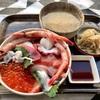 神奈川区山内町 横浜中央卸売市場の「横浜魚市場卸協同組合 厚生食堂」でいくらの海鮮丼