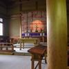奈良基督教会。数寄屋造り風の日本様式の屋根に十字架がのっている。和洋折衷きわまりて、はっとする。