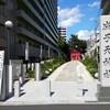 七福神に迎えられ朝の静けさが良く似合う、都会の西新宿にある成子天神社。