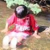 夏場の水遊びは最高。サッカー漬けの息子はスイミングを拒否