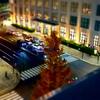 ミニチュア風🚙写真「丸ビルからの眺望🏢東京駅丸の内駅舎と駅前広場とKITTE🌟夜景」