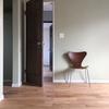<椅子Web内覧会>床がお目見え!入居前に自慢の名作チェアたち、位置につけ!