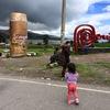 3歳とバスでペルー→ボリビア国境越え。え、お金ない人は入国税いらないの!?(プーノ・コパカバーナ