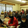 下妻市江公民館ではダルマストーブを囲んで。