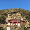 船形山「大福寺」の岩肌に浮かぶ朱塗りの観音堂「崖観音」