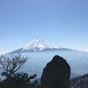 三ツ峠山 富士山は冬にしては薄もや
