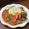 【富山】スパイスカレー「赤いチキンと緑のマトン」DOG HOUSE