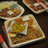 ほっともっとの「ビッグコンビ弁当」540円のスパゲティ麺をピリ辛だれで炒めた『ピリ辛肉そば』がB級に旨い!