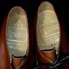 イギリスから高級靴「クロケット&ジョーンズ」を輸入したらとんでもねえ「異物」が入っていた。