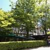 軽井沢で観光名所にもなっている創業120年以上のクラシックホテルは?