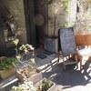 新富町の「クーリ」で兵庫県産クロダイのポワレ、とんぶりのタプナードソース。