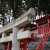 東吉野村伊豆尾、高見川を挟んで向かい合う高地集落と八幡神社
