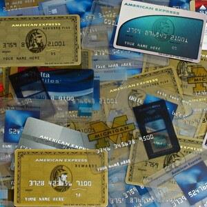 アメックスゴールドとセゾンゴールド・アメックスはどちらがお得なゴールドカード?年会費や独自サービス等のカードスペックを比較してみた。
