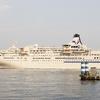 【写真複製・写真修復の専門店】横浜の客船 曇りを快晴に