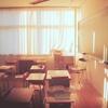 そこは教室だった。