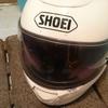 リムーバースポンジで虫の死骸だらけのヘルメットを綺麗にする
