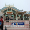 【TDR】東京ディズニーランドエントランス(左側)工事中~朝の入園の様子のご報告!!~2019年6月 旅行記より~ARIVERまとめ記事& Disney時事ネタ通信 『ソアリン グランドオープン!!』
