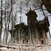 森林の中に消えた廃村 2つの美しい木造建築(ロシア)