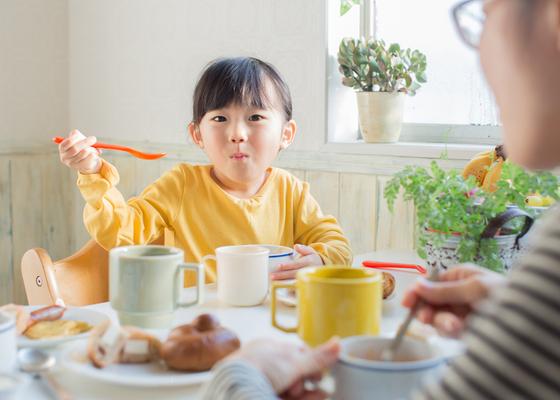 子どもが自分から勉強を始めるようになる朝食時の「魔法の質問」