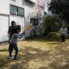 庭で三角ベース