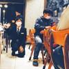 お客様との会話を楽しむ支配人の様子≪ウェルカムバーでのひと時≫|新シリーズスタート!現役支配人のつぶやき