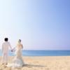 結婚式の時に泣いている子どもに対して「集中できないから静かに」と言う、つまらないスピーチをするオジサン