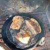 北千里 わくわくの里で焚き火料理 蒸し豚と牡蠣の燻製オリーブオイル漬け編