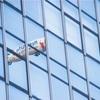 【一日一枚写真】ビルの硝子面に映える飛行船【一眼レフ】