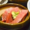 豊洲の「米花」でまぐろ刺身、厚揚げ、茄子焼き浸し。