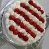 大きくてシンプルなバースデーケーキとテーピング