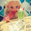 【ミニチュアTODAY・その2】クリームソーダとコーラフロートの食玩……and ダイソーのお人形(2006)。