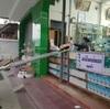 【日本でも流行るか!?】客との接触を防ぐためのラオス薬局のアイディア【コロナ対策】