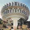 ソ連時代のブルータルリジュム様式の未来志向的な建築物