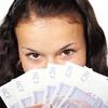 お札を数えて「お金を持っている感覚」を持つだけでも、死への恐怖が軽減する
