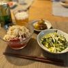 丸ごとトマトのサラダ、豚バラと新ジャガの煮付け、きゅうりとキャベツの塩昆布和え、子供たちはごはん