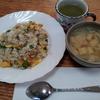 玉子炒飯と生姜と玉葱の味噌汁