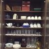 実家の来客用食器棚の中身を整理。