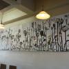 カフェの壁に春が…