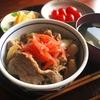 甘めがおいしい、めんつゆを使った簡単豚丼のレシピ
